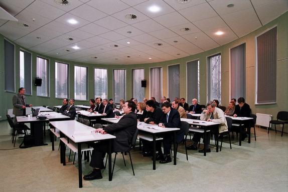 Uczestnicy szkolenia w nowej sali wykładowej